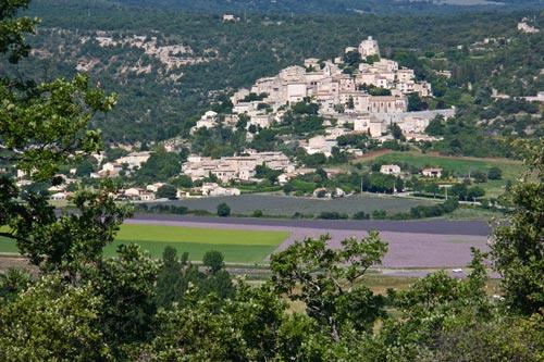 colline, plaine et village du charmant village Simiane La Rotonde 04150